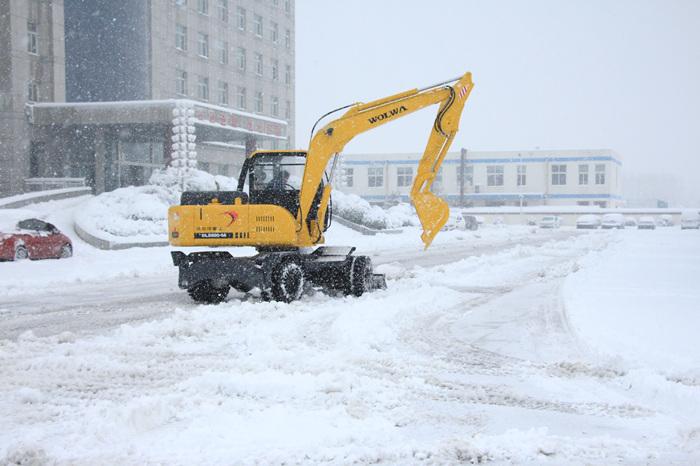 沃尔华挖掘机除雪